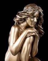 Weibliche Akt Figur - Hockend mit Blick zum Boden