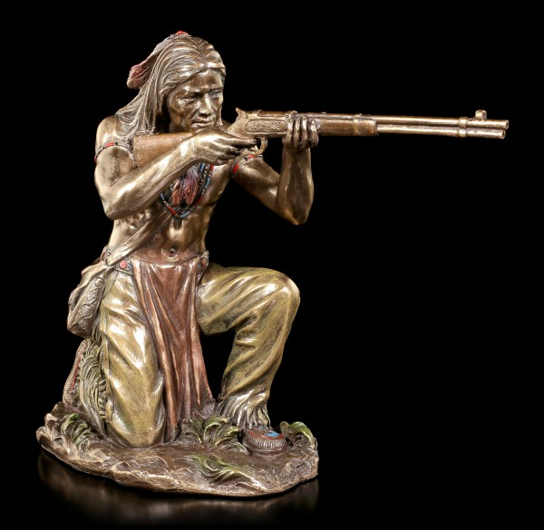 Indianer Figur - Lauernder Krieger mit Gewehr
