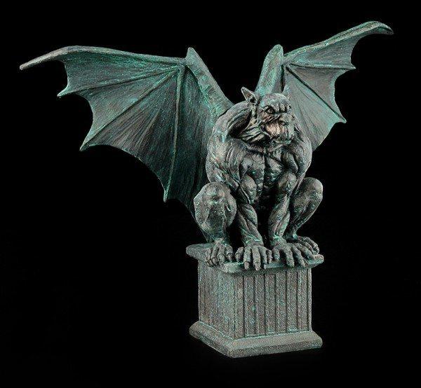 Gargoyle Figur - Magus sitzt auf Sockel