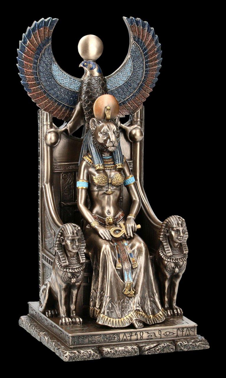 Sachmet Figur auf Thron