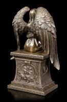 Engel Figur mit Rose auf Grabmal