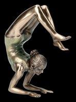 Weibliche Yoga Figur - Vrischikasana Stellung