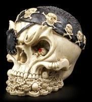 Totenkopf mit Piratentuch und Augenklappe