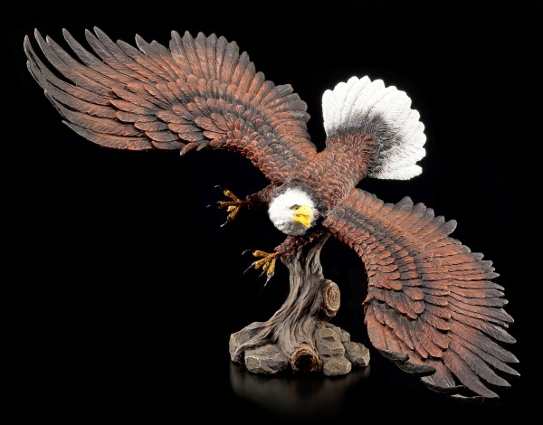 Eagle Figurine - Approaching