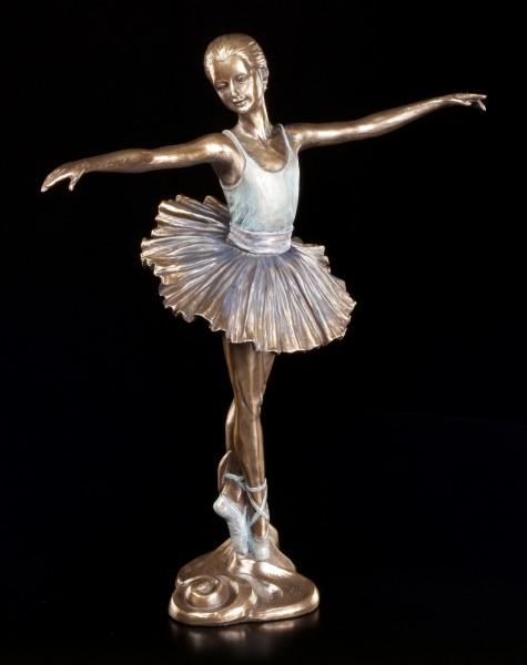 Ballerina Figur mit ausgestreckten Armen