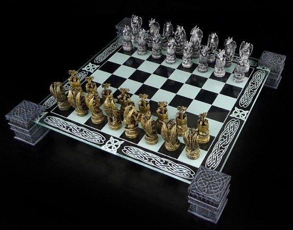 Drachen Schachspiel mit Glasbrett