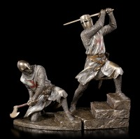 Crusader Figurine swings War Axe