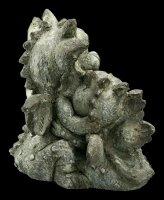 Gartenfigur - Drachen knuddeln