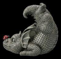 Gartenfigur - Drache mit Marienkäfer auf der Nase