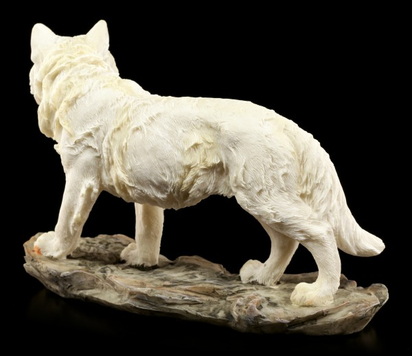 Wolf Figurine - The Mountain Guard