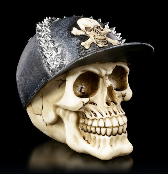 Totenkopf mit Basecap