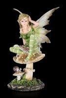 Grüne Elfen Figur - Alanel sitzend auf Pilz