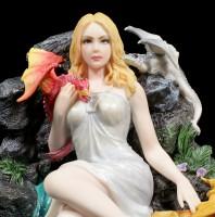 Jungfrauen Figur mit Drachen - Maiden and Dragonlings
