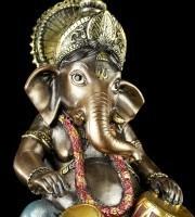 Kleine Ganesha Figur musizierend mit Tabla