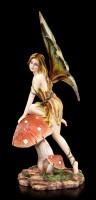 Elfen Figur - Seraphine klettert auf Pilz