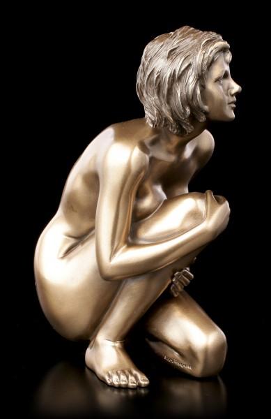 Weibliche Akt Figur - Am Boden aufschauend