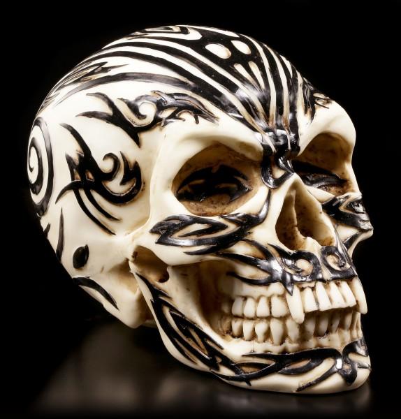 Totenkopf mit Maori Tattoos