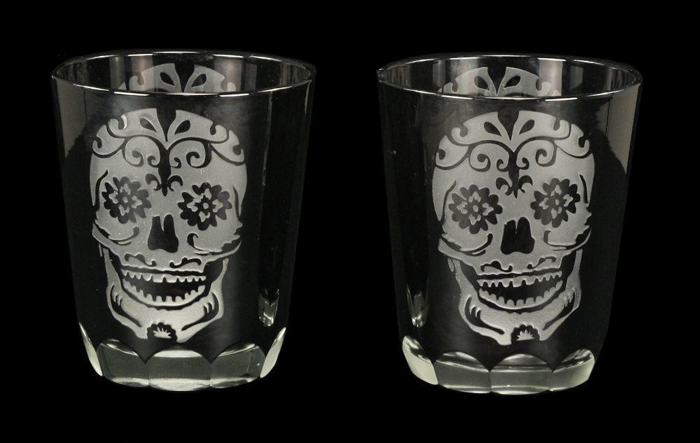 gl ser mit totenkopf gravur sugar skull 2er set gothic schwarz ebay. Black Bedroom Furniture Sets. Home Design Ideas